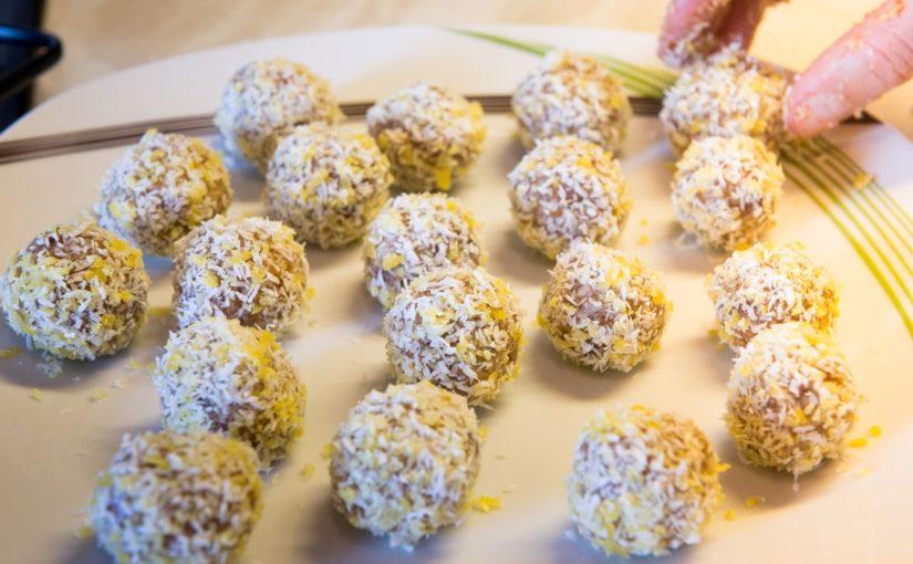 Kokos-Zitrone-Energy Balls – der frische Snack to go